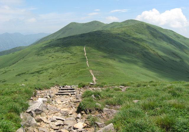 平標山より仙ノ倉山を臨む