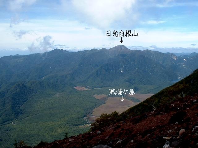 男体山中腹から見た日光白根山と戦場ヶ原