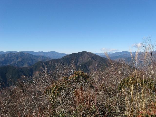 大岳山山頂から見た御前山