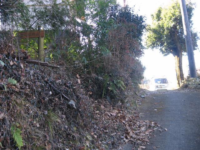 戸倉城山の登山道入り口の写真