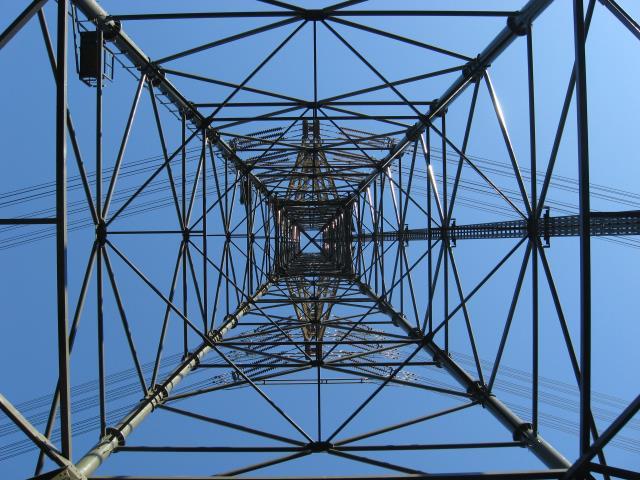 鉄塔の真下から撮った写真
