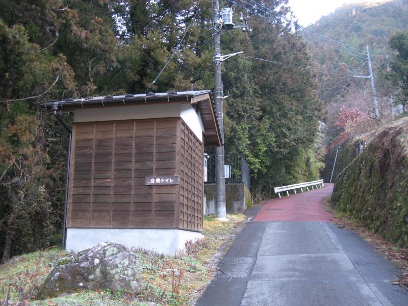 天狗滝へ向かうルート上にある公衆トイレ