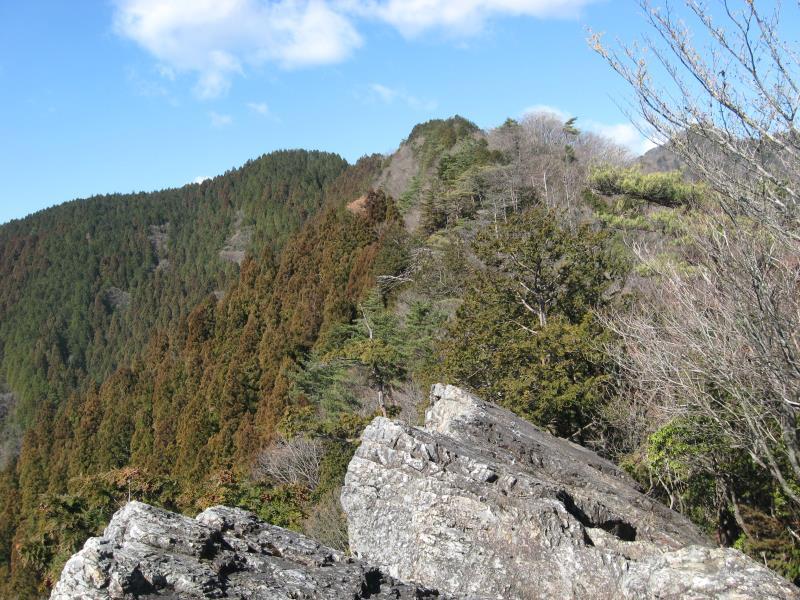 つづら岩のてっぺんから富士見台方面の眺め