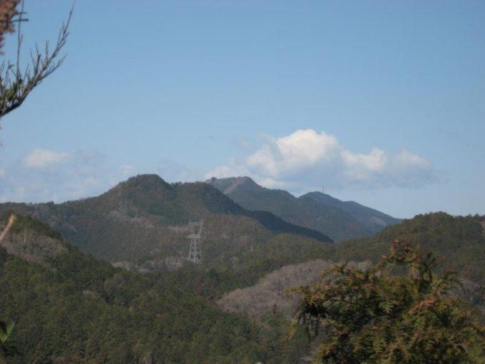 スカリ山山頂から見える越上山と関八州見晴台