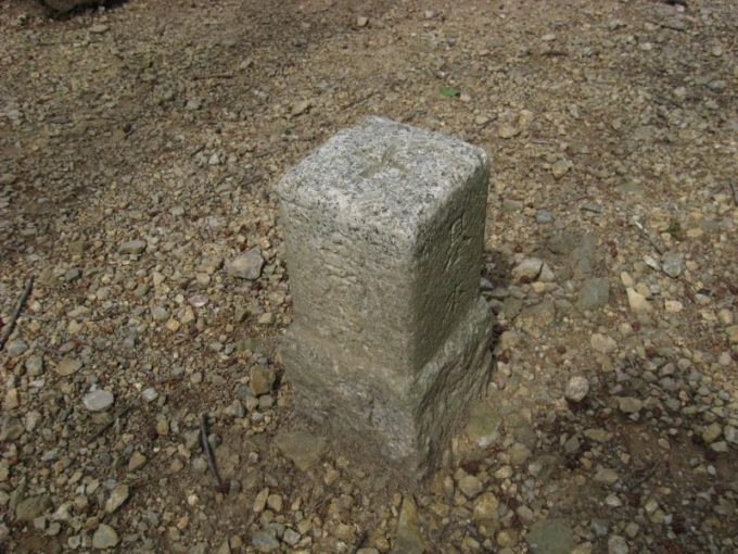 スカリ山山頂にある四等三角点