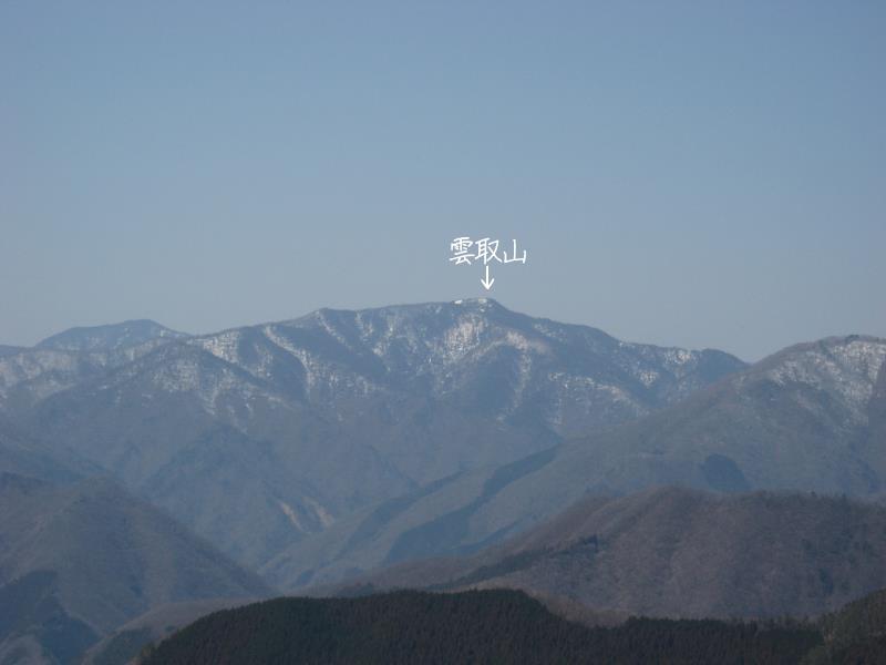正面に見えるのは雲取山