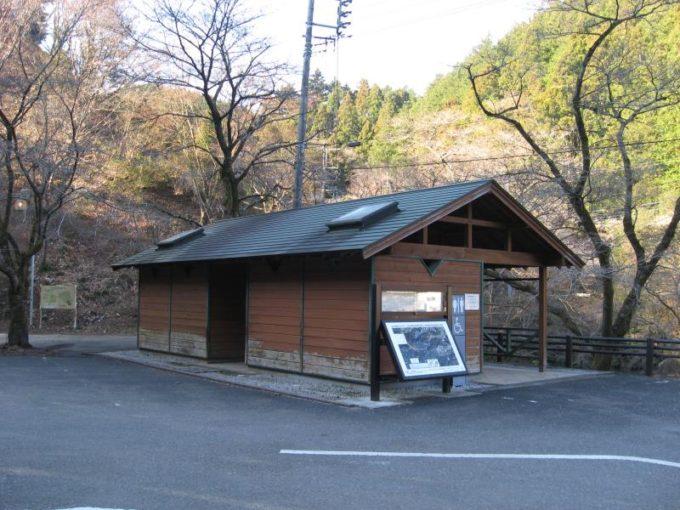 鎌北湖第一駐車場の公衆トイレ