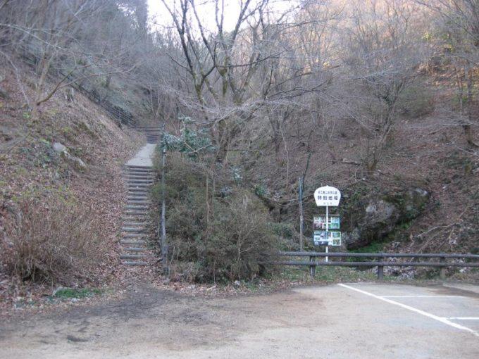 宿谷の滝への登山口