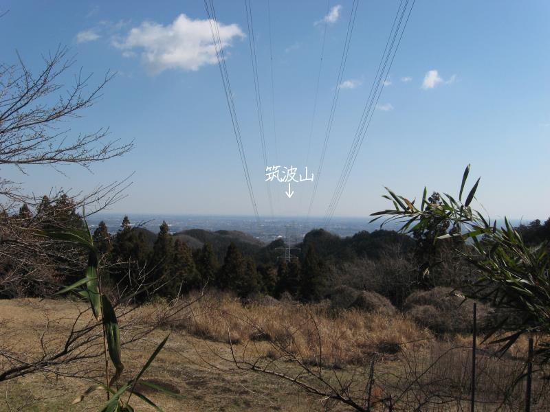 正面に見える筑波山