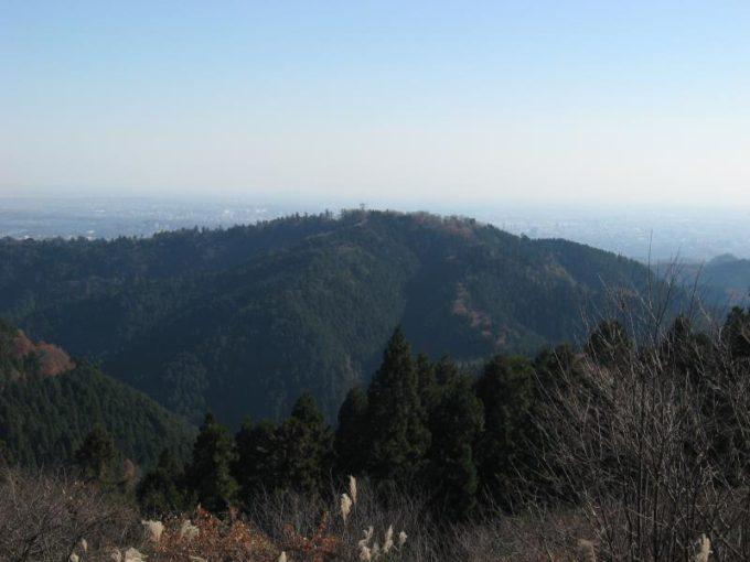 小仏城山から高尾山山頂の眺め