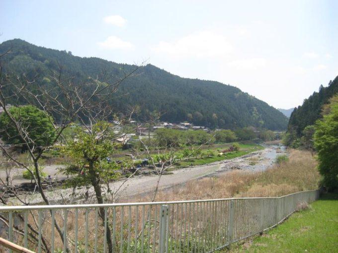 名栗湖からの放流でできた川