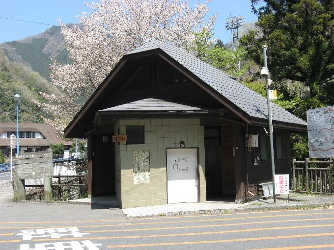 ちとせ屋の前にある観光トイレ