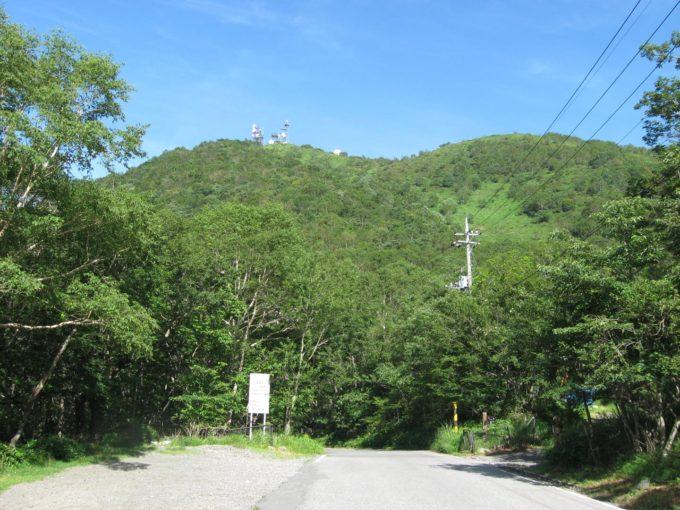 地蔵岳登山口手前の駐車スペース