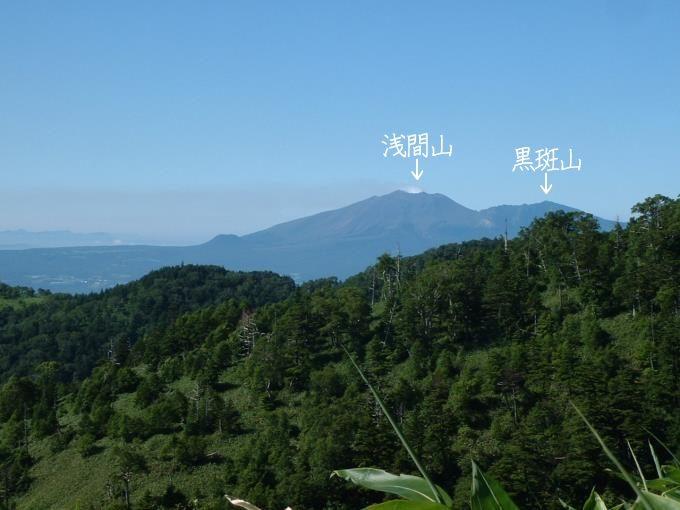 三壁山への登山道から見える浅間山と黒斑山