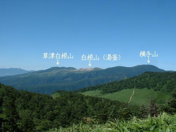 草津白根山と湯釜そして横手山(三壁山登山道より)