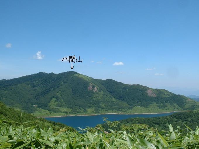 野反湖と八間山