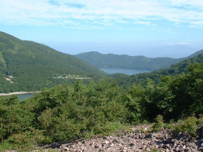 長七郎山山頂から見た大沼と小沼