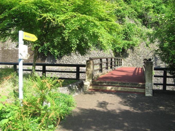 奥多摩水と緑のふれあい館裏にある橋(歩道橋)