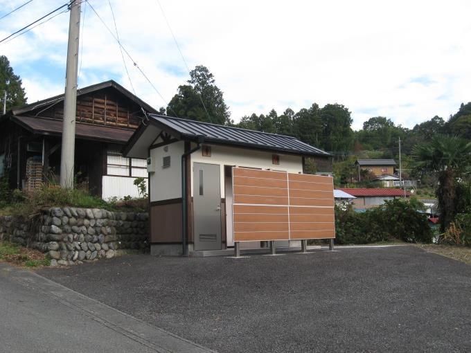 橋場と粥仁田峠の中間にある観光トイレ