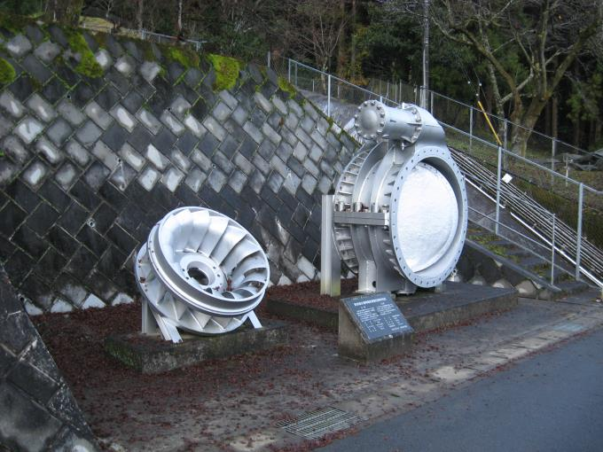発電用水車と入口弁