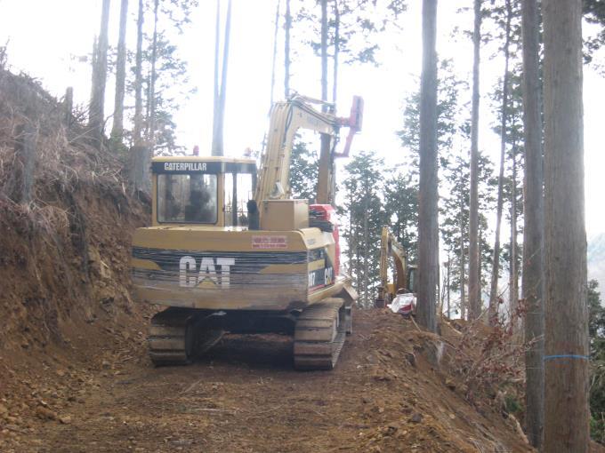 工事中の林道