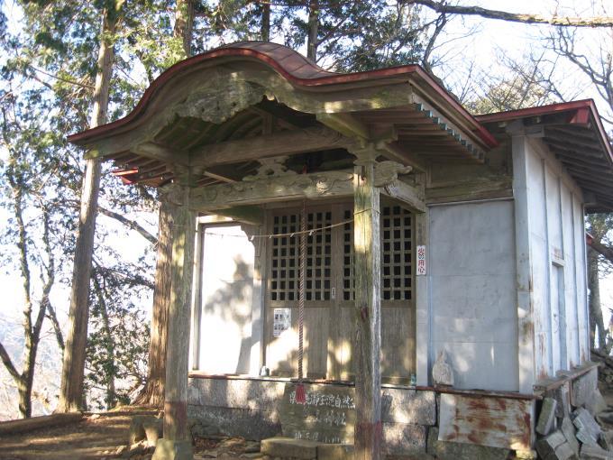 笠山(東峰)に鎮座する笠山神社(上社)
