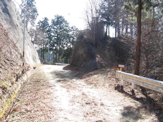 林道から再び登山道へ