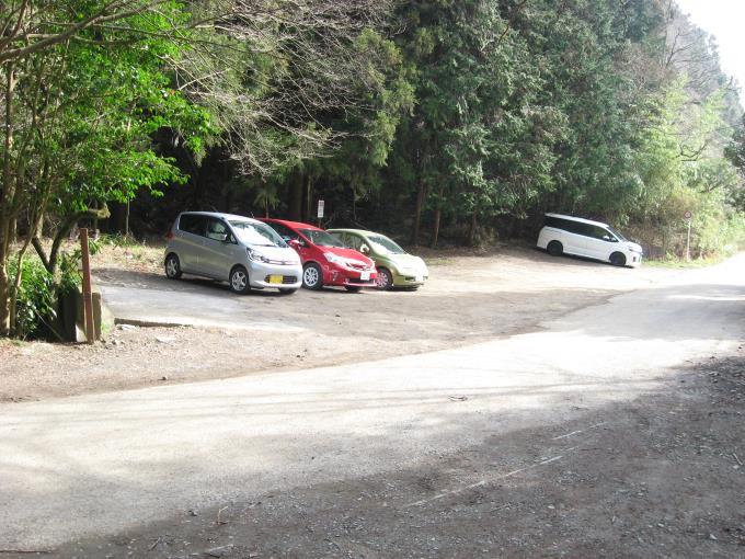 小仏峠入口駐車場