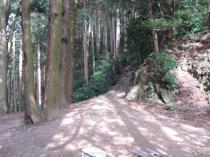 景信山への登山道入口