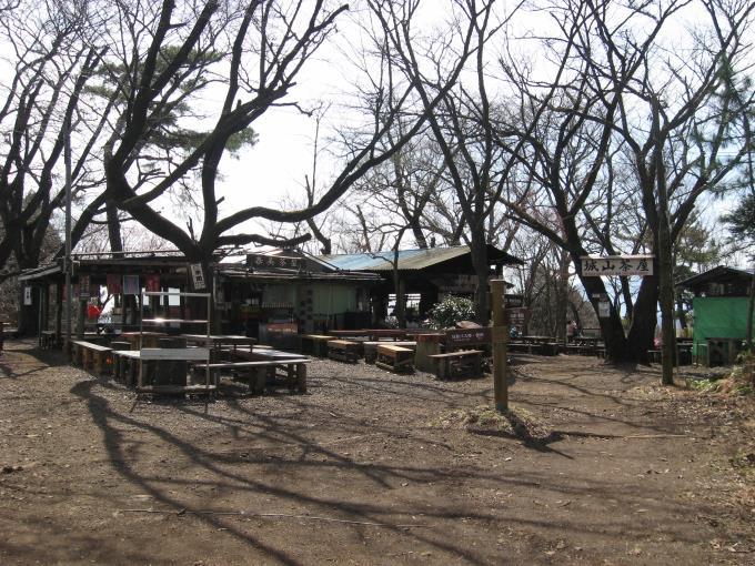 小仏城山山頂の茶屋