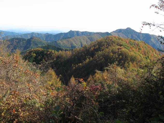 大岳山と紅葉