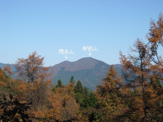 土俵岳から見た御前山と惣岳山