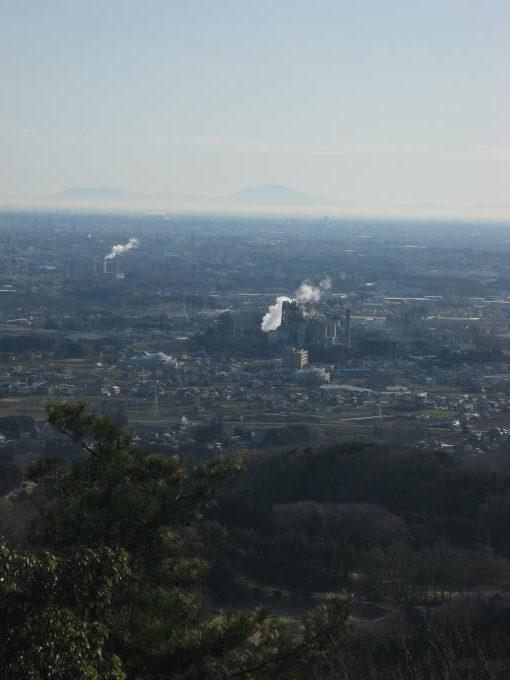 日和田山山頂から見える筑波山