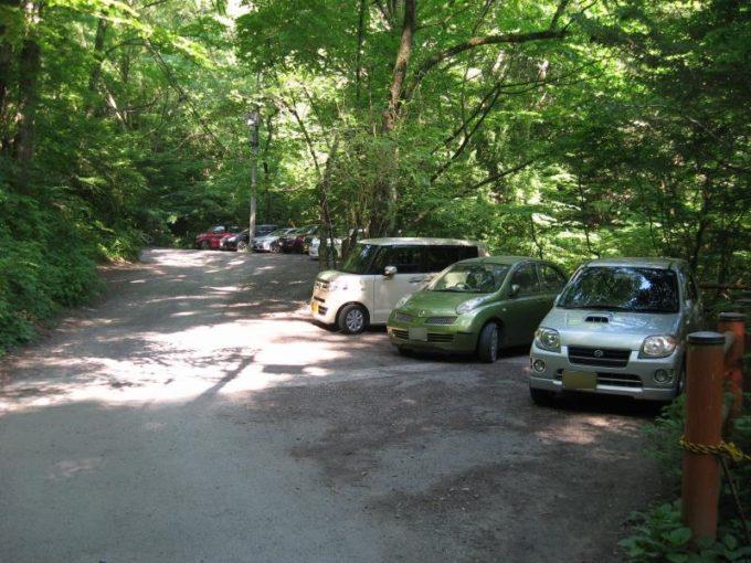 林道わきにある駐車スペース
