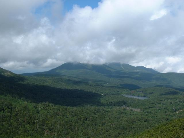 にゅう山頂より白駒池方面の眺め