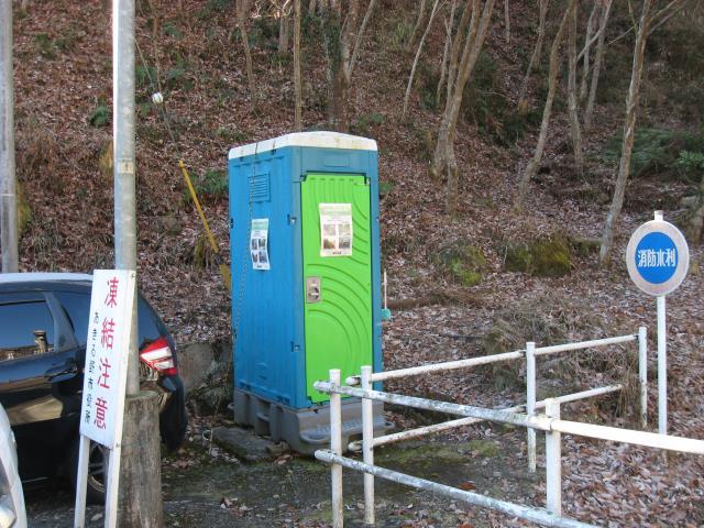 登山口横にある簡易トイレ
