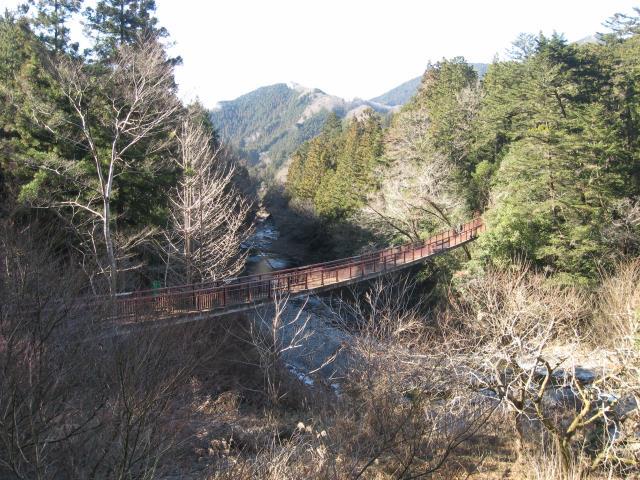 瀬音の湯へ通じる吊り橋