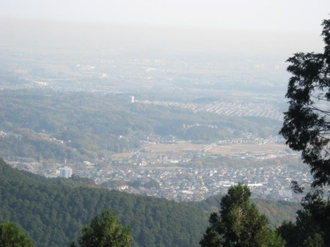 大高取山の山頂から見た越生の街並み