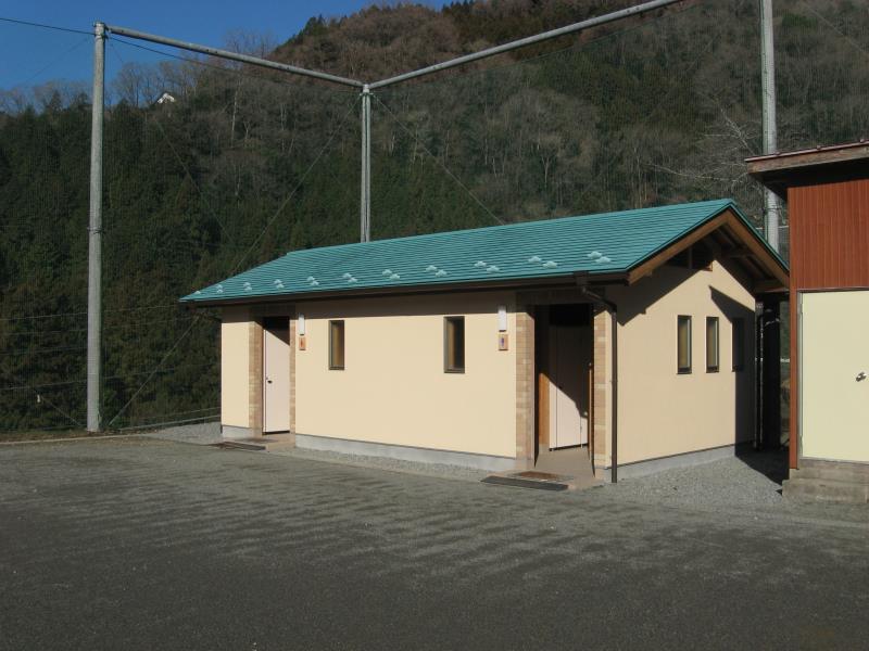 檜原村総合運動場内の公衆トイレ