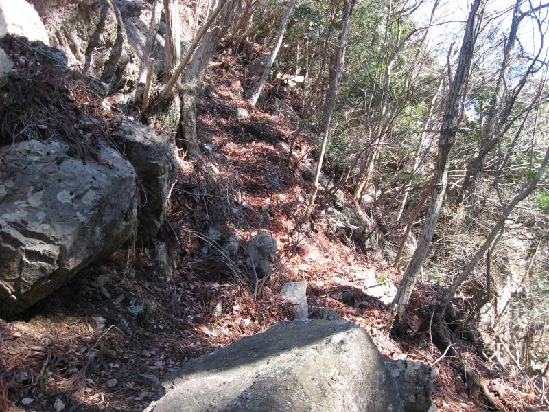 つづら岩のてっぺんへの迂回路