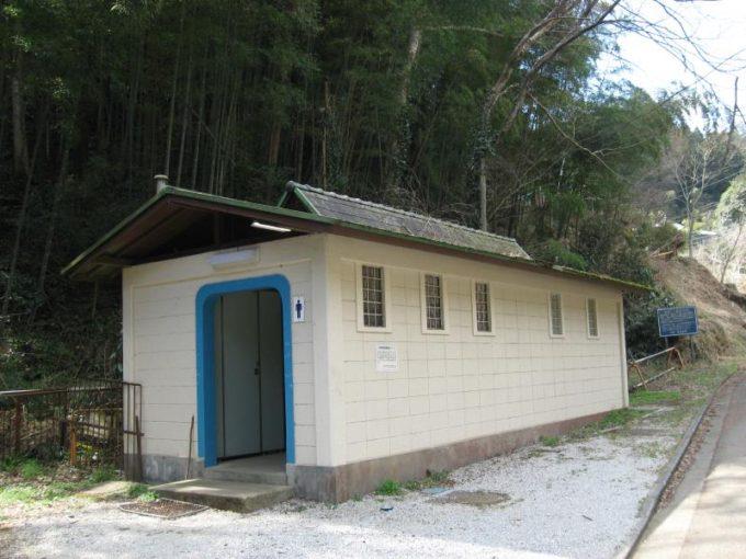 鎌北湖第二駐車場横の公衆トイレ