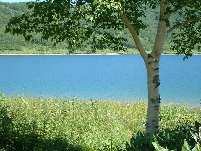 野反湖畔にある天と場より