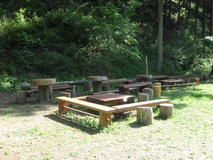 休憩できるテーブルベンチ