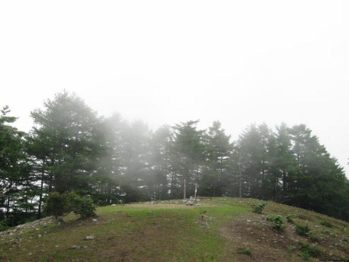 六つ石山山頂
