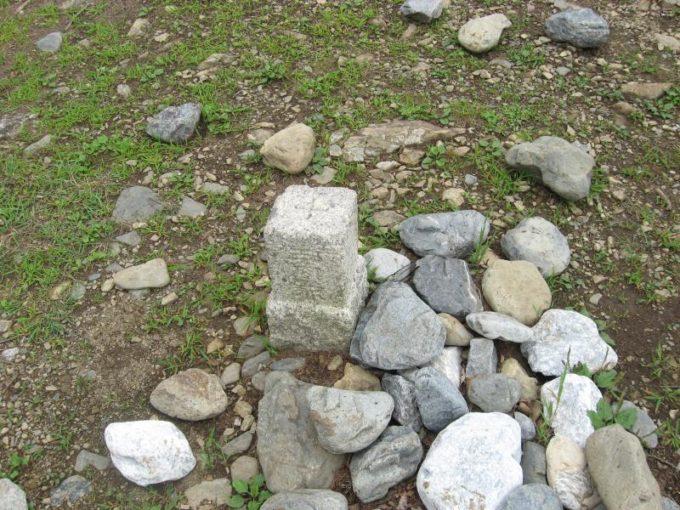 六ツ石山山頂の三角点