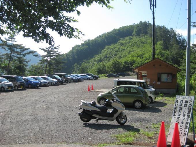 小袖乗越駐車場