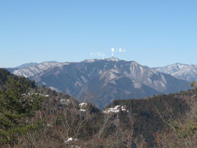 六ツ石山と鷹ノ巣山(日の出山より)