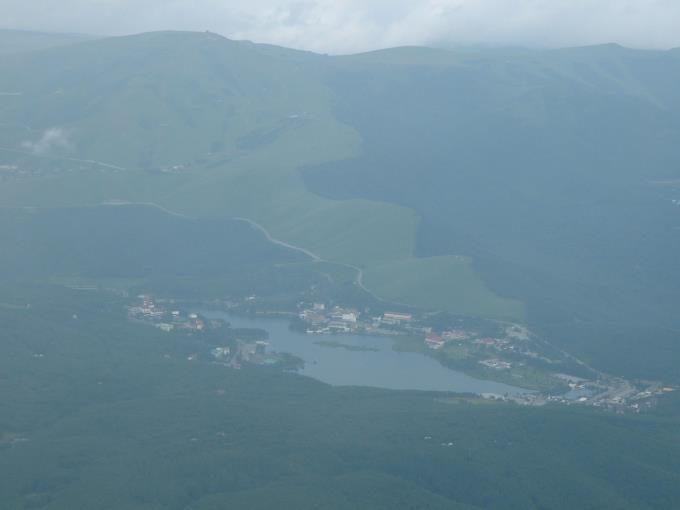蓼科山山頂から見た白樺湖
