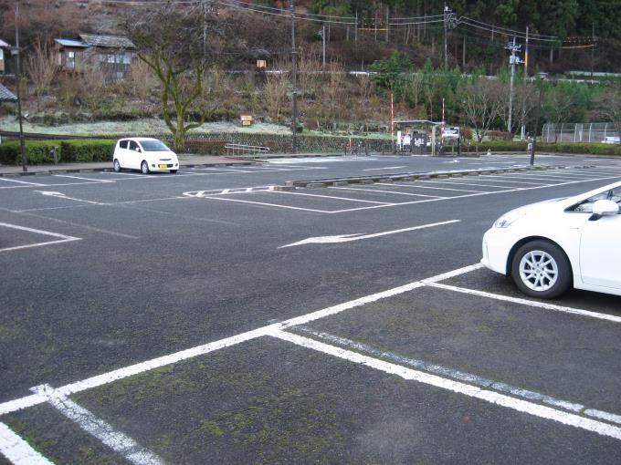 御岳苑地駐車場