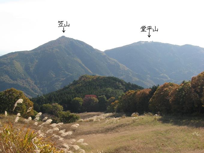 大霧山登山道から見た笠山と堂平山